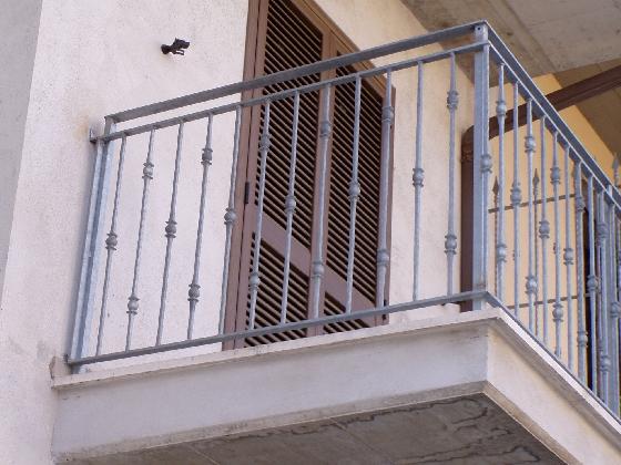 http://www.ragusanews.com//immagini_articoli/09-08-2016/ragusa-bimbo-di-otto-anni-precipita-dal-balcone-420.jpg