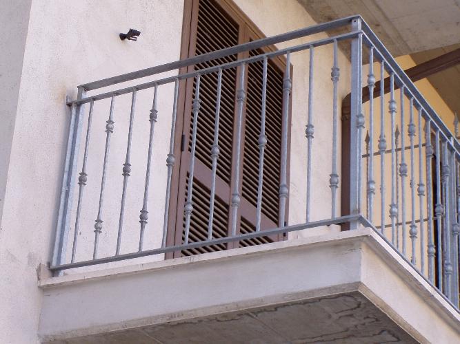 https://www.ragusanews.com//immagini_articoli/09-08-2016/ragusa-bimbo-di-otto-anni-precipita-dal-balcone-500.jpg