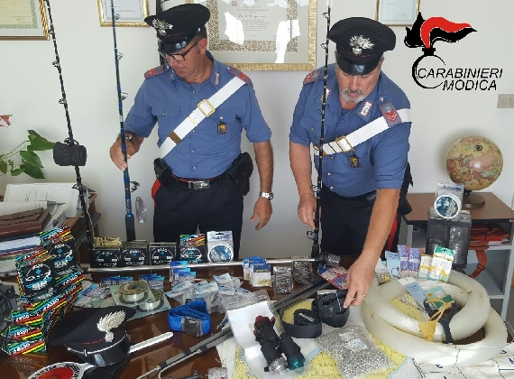 http://www.ragusanews.com//immagini_articoli/09-08-2016/ricettazione-arrestato-leonardo-gambuzza-420.jpg