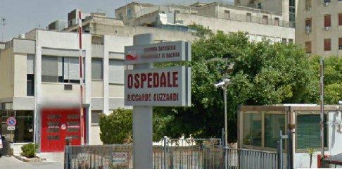 https://www.ragusanews.com//immagini_articoli/09-08-2018/acate-muore-ospedale-sospetta-essere-stato-omicidio-240.jpg