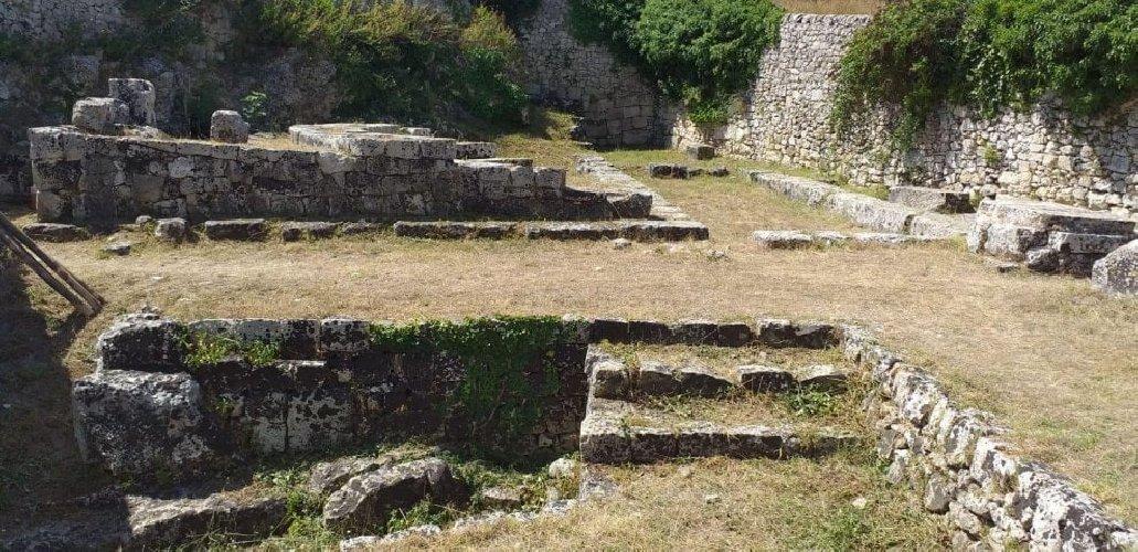https://www.ragusanews.com//immagini_articoli/09-08-2019/ha-riaperto-il-castello-eurialo-500.jpg
