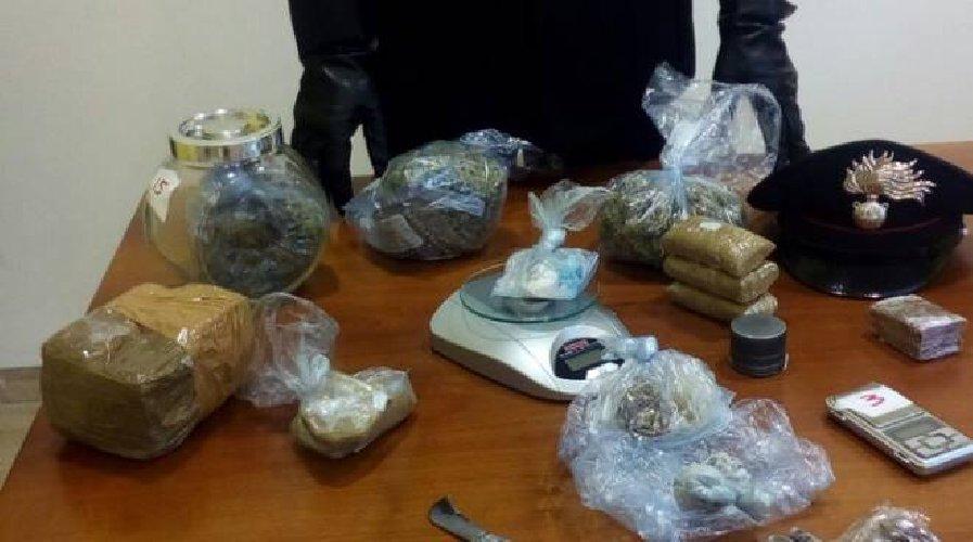 https://www.ragusanews.com//immagini_articoli/09-08-2019/vittoria-ho-26-anni-e-vendo-hashish-marijuana-e-cocaina-500.jpg