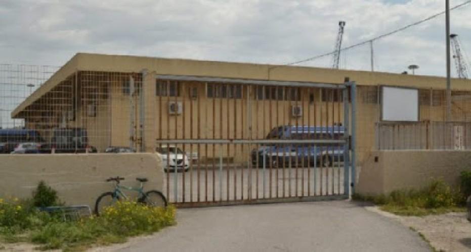 https://www.ragusanews.com//immagini_articoli/09-08-2020/migrantiin-fuga-all-hotspot-di-pozzallo-5-migranti-rintracciati-su-53-500.jpg