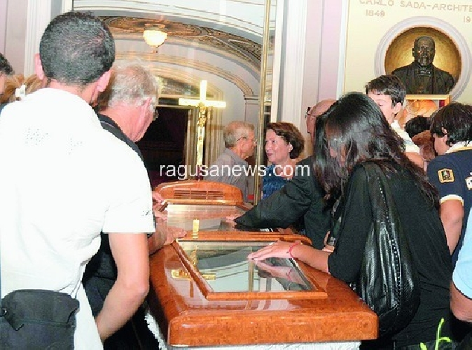 https://www.ragusanews.com//immagini_articoli/09-09-2011/ave-o-maria-celebrati-i-funerali-di-salvatore-licitra-500.jpg