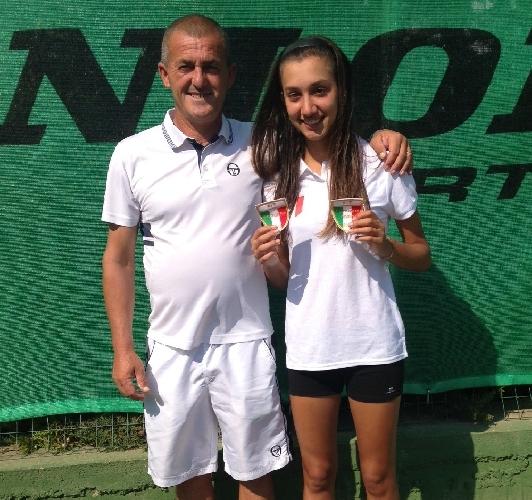 https://www.ragusanews.com//immagini_articoli/09-09-2013/emilia-occhipinti-campionessa-italiana-sia-in-singolare-che-in-doppio-500.jpg