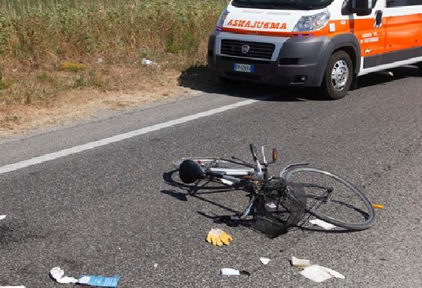 http://www.ragusanews.com//immagini_articoli/09-09-2016/ciclista-acatese-investito-sulla-scoglitti-santa-croce-420.jpg