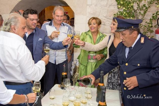 http://www.ragusanews.com//immagini_articoli/09-09-2016/wine-show-festival-domani-le-donne-del-vino-420.jpg