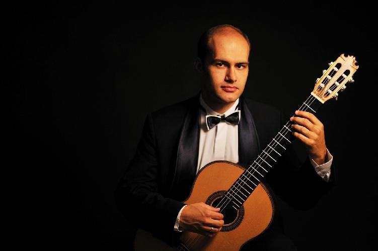 http://www.ragusanews.com//immagini_articoli/09-09-2017/noto-chitarrista-rovshan-mamedkuliev-500.jpg