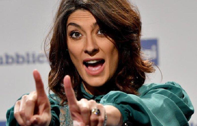 Elisa Isoardi ai fornelli, una poesia e gli auguri di Salvini