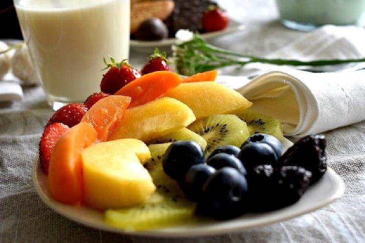 https://www.ragusanews.com//immagini_articoli/09-09-2019/dieta-le-regole-per-una-colazione-sana-amica-linea-500.jpg
