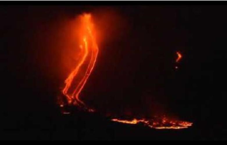 https://www.ragusanews.com//immagini_articoli/09-09-2019/etna-un-ascensore-porta-il-magma-in-superficie-500.png
