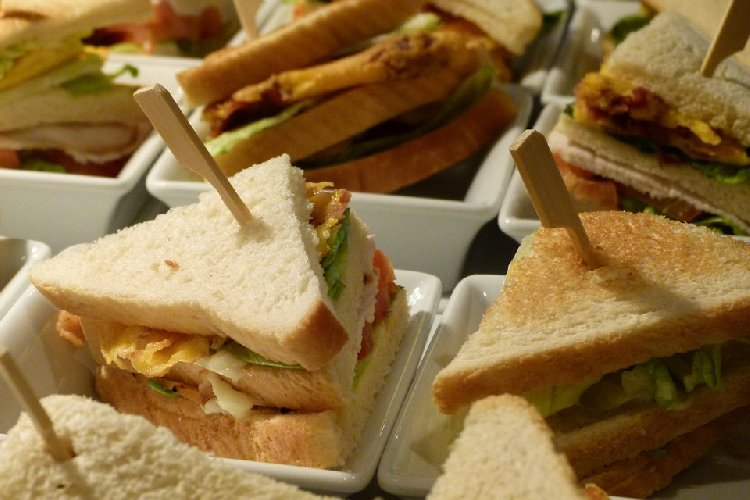 https://www.ragusanews.com//immagini_articoli/09-09-2019/gastrite-la-dieta-da-seguire-in-caso-di-acidita-di-stomaco-500.jpg