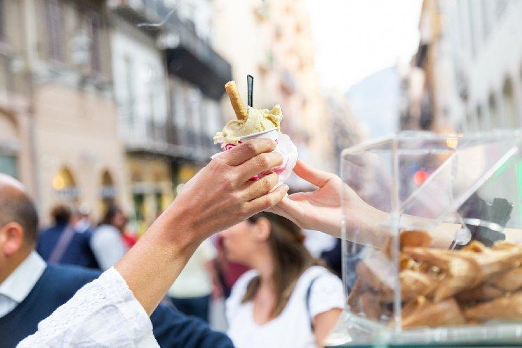 https://www.ragusanews.com//immagini_articoli/09-09-2019/il-gelato-artigianale-protagonista-a-catania-500.jpg