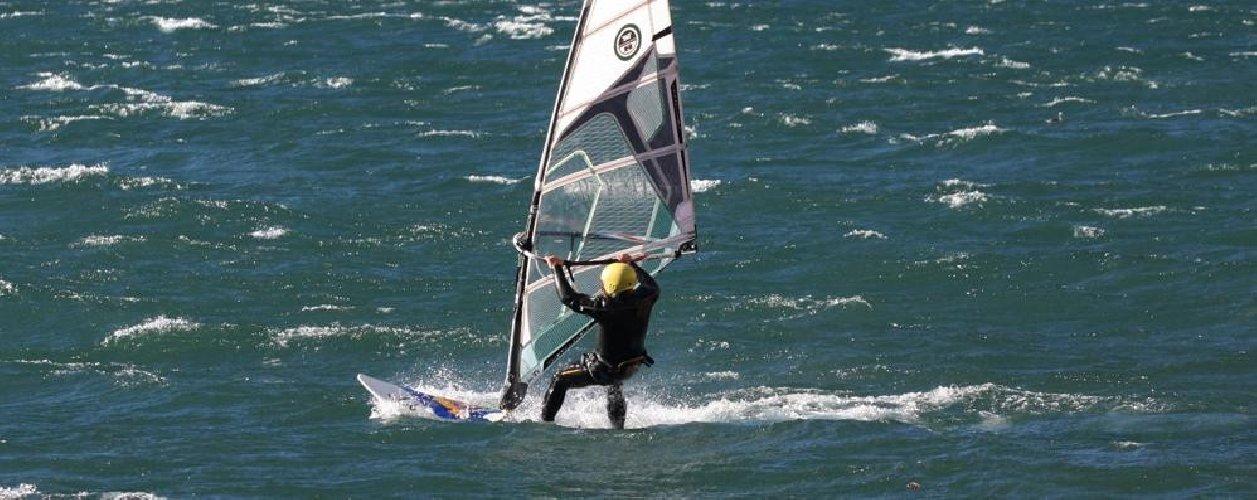 https://www.ragusanews.com//immagini_articoli/09-09-2019/marina-di-ragusa-salvato-surfista-in-difficolta-500.jpg