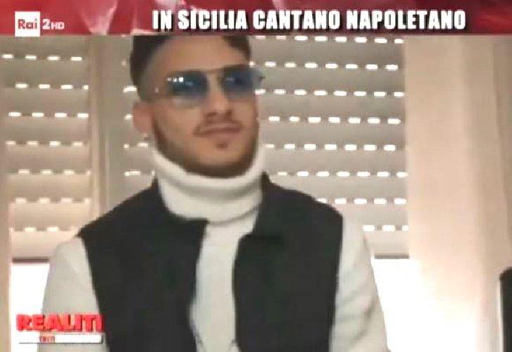 https://www.ragusanews.com//immagini_articoli/09-09-2019/neomelodico-siciliano-canta-napoletano-la-questura-lo-avvisa-no-a-mafia-500.jpg
