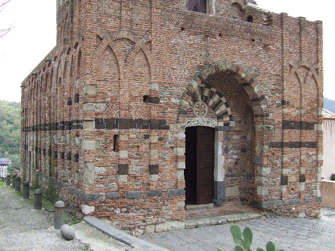 https://www.ragusanews.com//immagini_articoli/09-09-2019/taormina-apre-un-centro-culturale-500.jpg