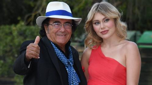 https://www.ragusanews.com//immagini_articoli/09-09-2021/jasmine-carrisi-con-papa-al-bano-debutto-in-rosso-al-red-carpet-di-venezia-280.jpg