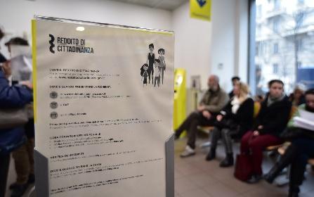 https://www.ragusanews.com//immagini_articoli/09-09-2021/sicilia-mezzo-milione-di-redditi-di-cittadinanza-ha-trovato-lavoro-l-1-280.jpg