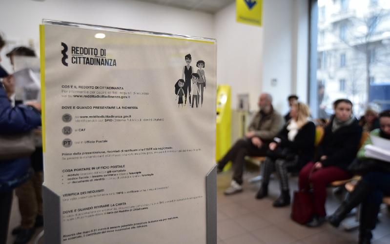 https://www.ragusanews.com//immagini_articoli/09-09-2021/sicilia-mezzo-milione-di-redditi-di-cittadinanza-ha-trovato-lavoro-l-1-500.jpg