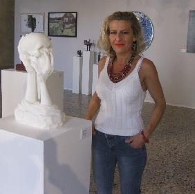https://www.ragusanews.com//immagini_articoli/09-09-2021/una-scultura-monumentale-di-elena-mutinelli-a-chiaramonte-280.jpg