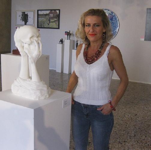 https://www.ragusanews.com//immagini_articoli/09-09-2021/una-scultura-monumentale-di-elena-mutinelli-a-chiaramonte-500.jpg
