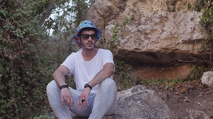 http://www.ragusanews.com//immagini_articoli/09-10-2016/skill-bill-il-debutto-del-rapper-originario-di-ispica-video-420.jpg