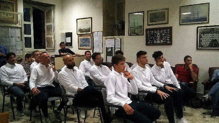 https://www.ragusanews.com//immagini_articoli/09-10-2016/volley-presentata-ieri-la-hering-il-gabbiano-giochera-in-serie-b-420.jpg