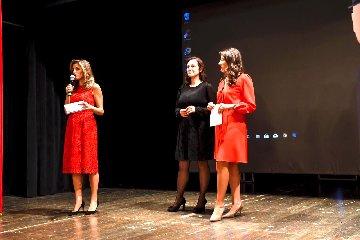 https://www.ragusanews.com//immagini_articoli/09-10-2019/teatro-la-stagione-al-donnafugata-di-ragusa-ibla-240.jpg