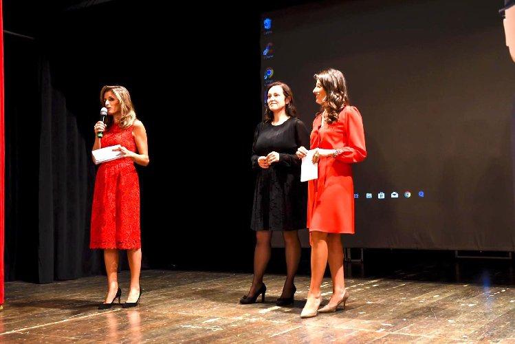 https://www.ragusanews.com//immagini_articoli/09-10-2019/teatro-la-stagione-al-donnafugata-di-ragusa-ibla-500.jpg