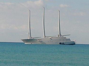 https://www.ragusanews.com//immagini_articoli/09-10-2020/lo-yacht-del-magnate-russo-e-tornato-a-sampieri-foto-280.jpg