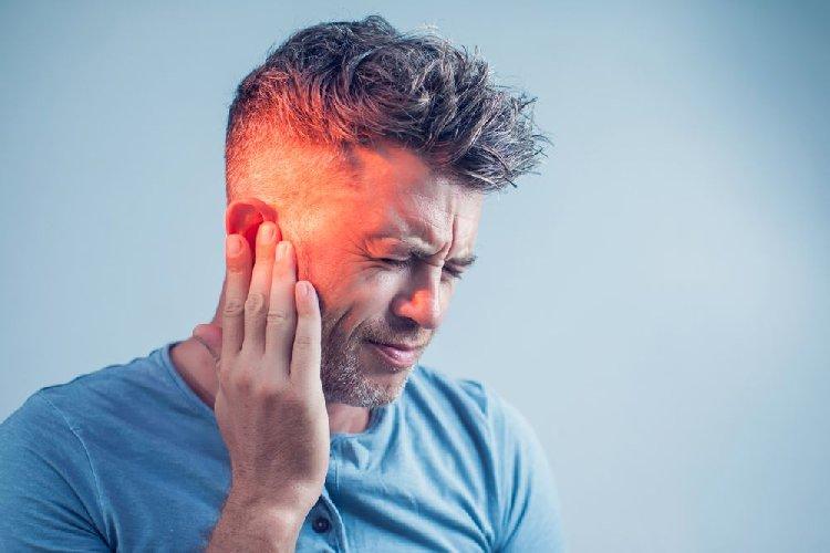 https://www.ragusanews.com//immagini_articoli/09-10-2020/sicilia-paziente-picchia-infermiere-infermiere-perde-udito-da-orecchio-500.jpg