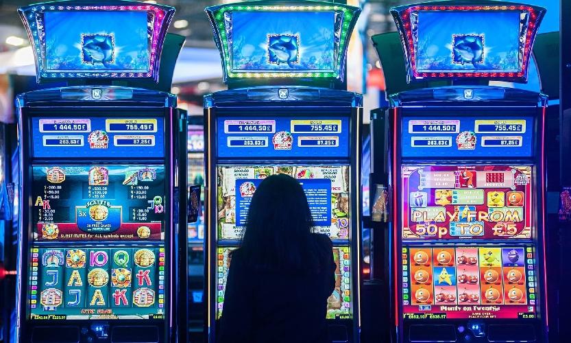 http://www.ragusanews.com//immagini_articoli/09-11-2017/vuol-prostituire-madre-pagarsi-slot-15enne-comunit-500.jpg
