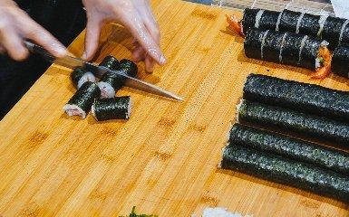 https://www.ragusanews.com//immagini_articoli/09-11-2018/1541784560-interspar-ragusa-aperto-japanese-express-food-osaka-zushi-1-240.jpg