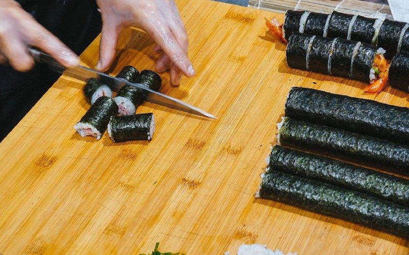 https://www.ragusanews.com//immagini_articoli/09-11-2018/1541784560-interspar-ragusa-aperto-japanese-express-food-osaka-zushi-1-500.jpg