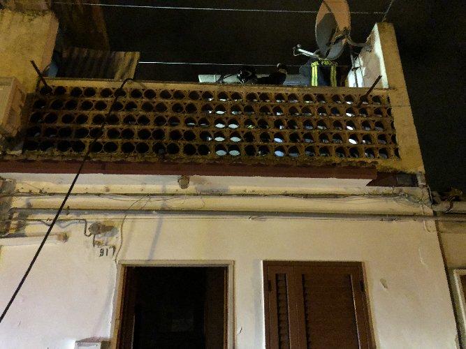 https://www.ragusanews.com//immagini_articoli/09-11-2018/casa-fuoco-centro-modica-anziana-ospedale-500.jpg
