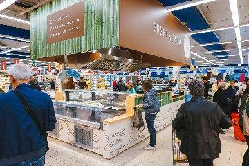 https://www.ragusanews.com//immagini_articoli/09-11-2018/interspar-ragusa-aperto-japanese-express-food-osaka-zushi-240.jpg