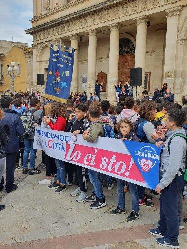 https://www.ragusanews.com//immagini_articoli/09-11-2019/io-ci-sto-vittoria-in-piazza-per-ripartire-500.jpg