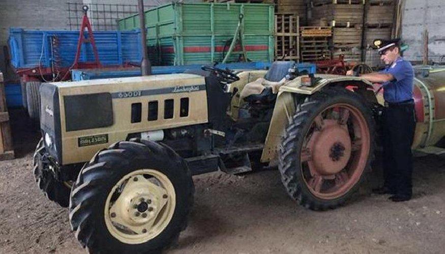 https://www.ragusanews.com//immagini_articoli/09-11-2019/muore-investito-da-un-trattore-500.jpg