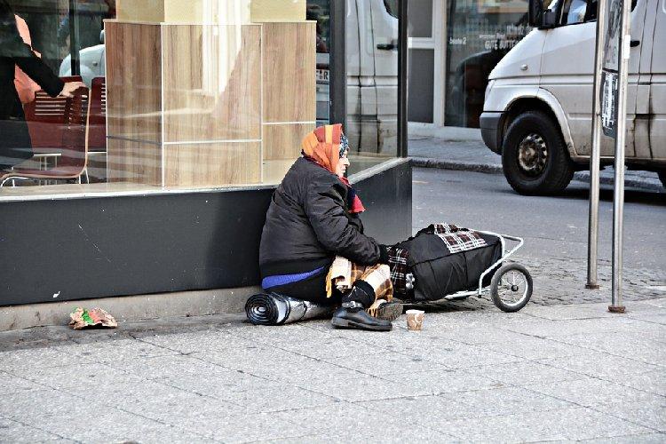 https://www.ragusanews.com//immagini_articoli/09-11-2020/nuovi-poveri-al-sud-4-milioni-senza-cibo-a-natale-oltre-il-10-in-sicilia-500.jpg