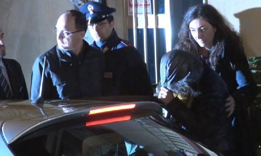 http://www.ragusanews.com//immagini_articoli/09-12-2014/prelevato-il-dna-di-veronica-trasferita-in-carcere-a-catania-500.jpg