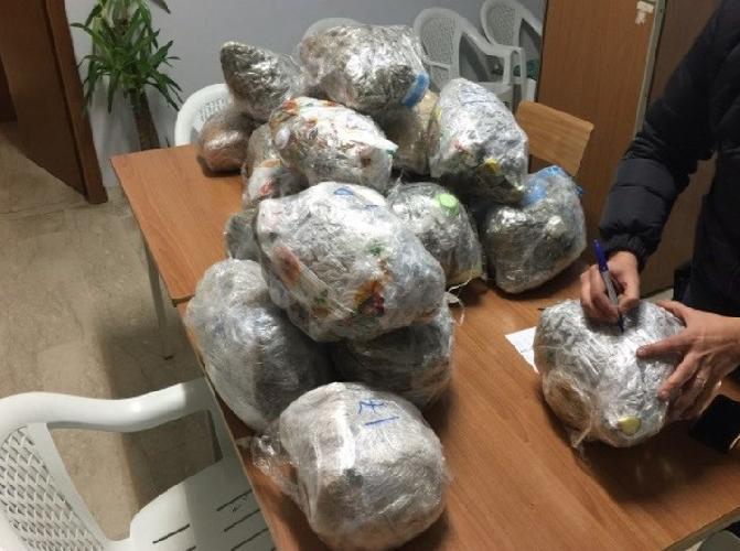 http://www.ragusanews.com//immagini_articoli/09-12-2015/62-chili-di-droga-in-casa-500.png