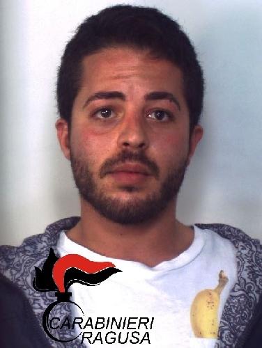 http://www.ragusanews.com//immagini_articoli/09-12-2015/due-etti-di-droga-arrestato-rosario-tasca-500.jpg