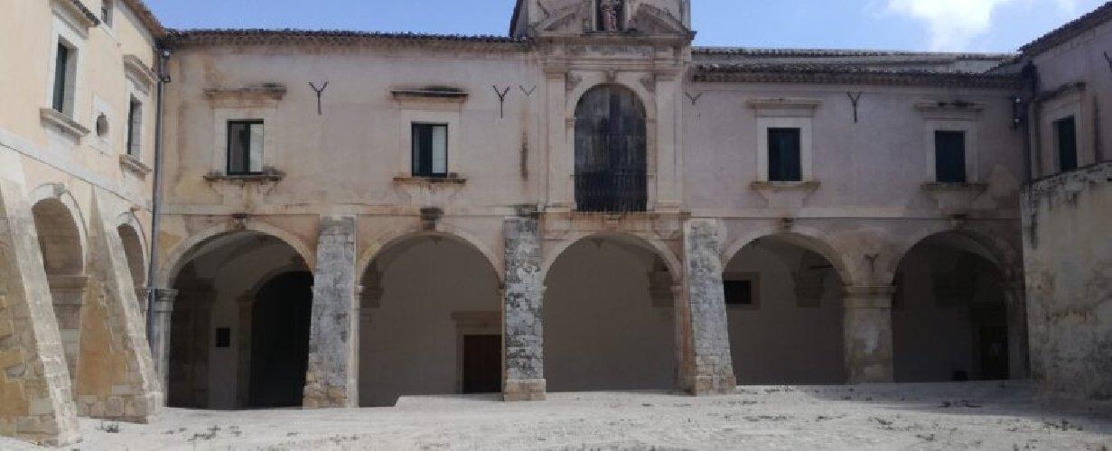 https://www.ragusanews.com//immagini_articoli/09-12-2019/20-cuochi-per-una-cena-solidale-in-convento-500.jpg