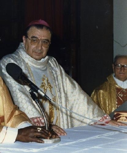 http://www.ragusanews.com//immagini_articoli/10-01-2014/chiesa-netina-in-lutto-e-morto-il-vescovo-emerito-monsignor-nicolosi-500.jpg