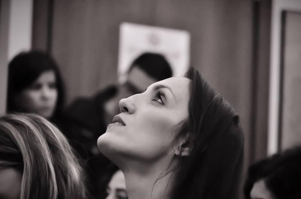 https://www.ragusanews.com//immagini_articoli/10-01-2016/1452431529-3-l-occhio-delicato-e-indagatore-di-ariane-deschamps.jpg