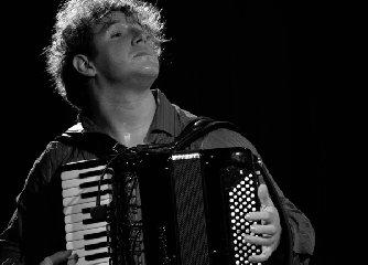 http://www.ragusanews.com//immagini_articoli/10-01-2018/chiaramonte-stagione-concertistica-circolo-parte-pietro-adragra-240.jpg