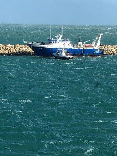 https://www.ragusanews.com//immagini_articoli/10-01-2019/pozzallo-soccorsi-porto-motopesca-500.jpg