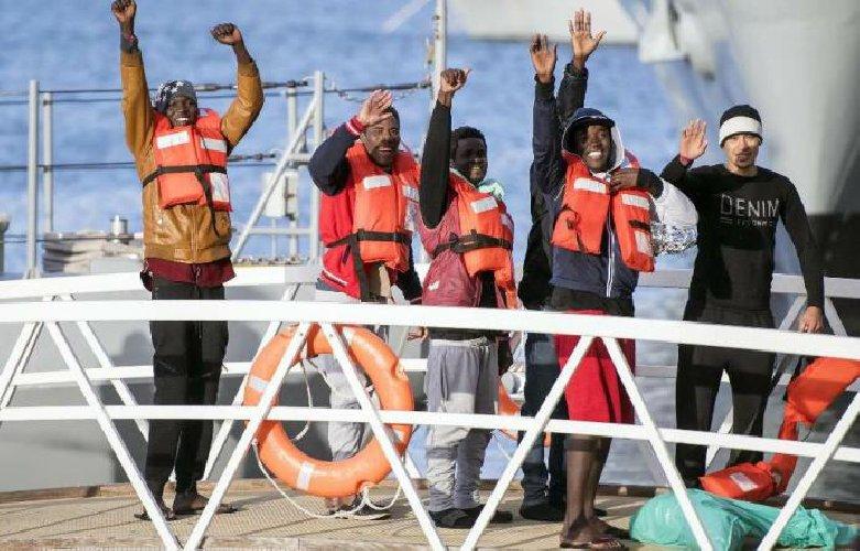 https://www.ragusanews.com//immagini_articoli/10-01-2019/profughi-bloccati-malta-salvini-arriveranno-scicli-500.jpg
