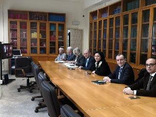 https://www.ragusanews.com//immagini_articoli/10-01-2020/firmata-la-continuita-terrioriale-per-i-voli-comisoroma-e-comisomilano-240.jpg