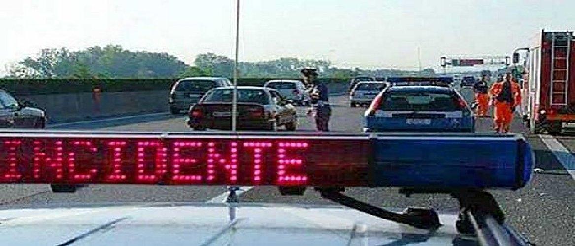 https://www.ragusanews.com//immagini_articoli/10-01-2020/incidente-ragusa-catania-traffico-interrotto-a-vizzini-500.jpg